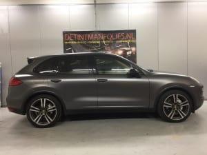 Porsche Cayenne carwrap naar kleur Satin Dark Grey na 1