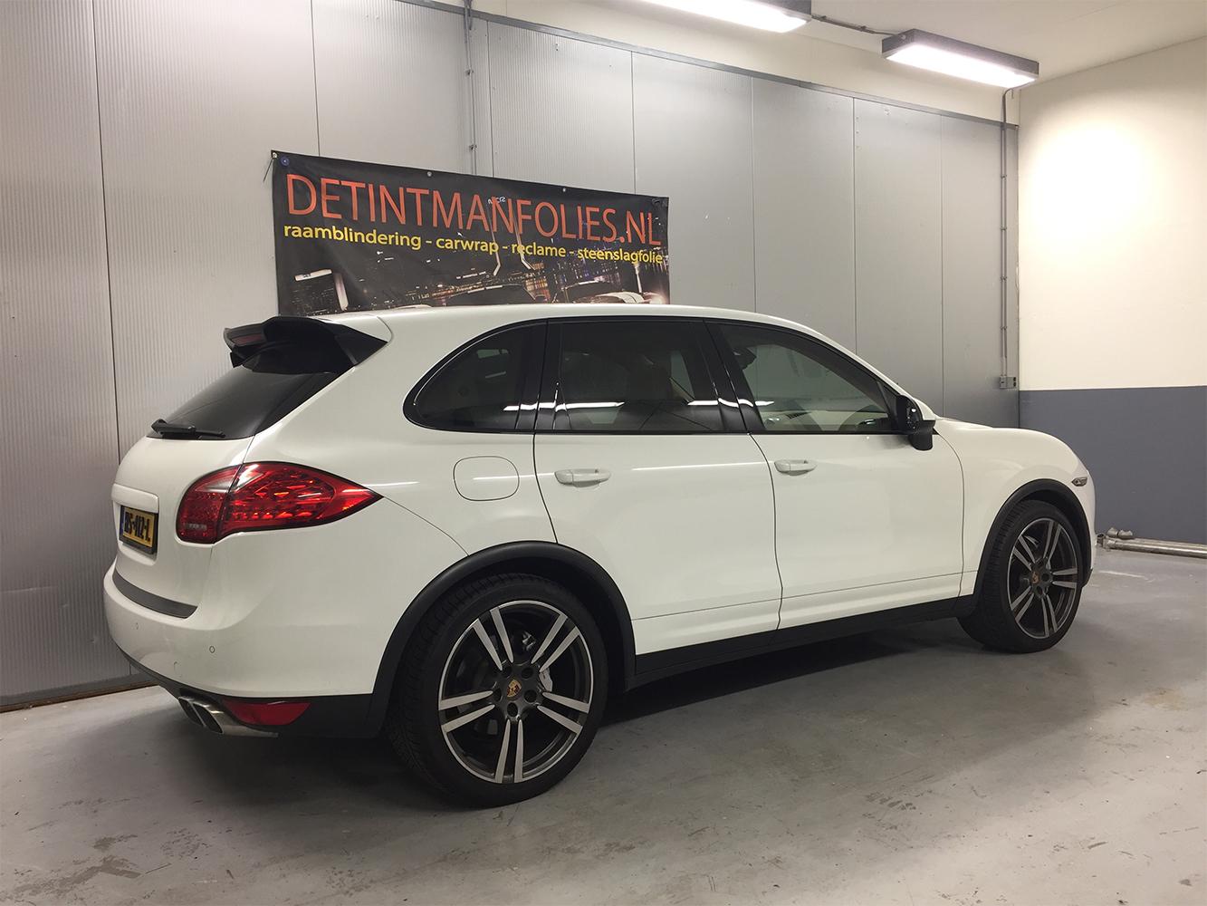 Porsche Cayenne carwrap naar kleur Satin Dark Grey voor 1